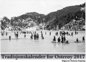 Framsida viser folkesamling på «Stora-tjødnæ» i Lonevågen i 1950-åra
